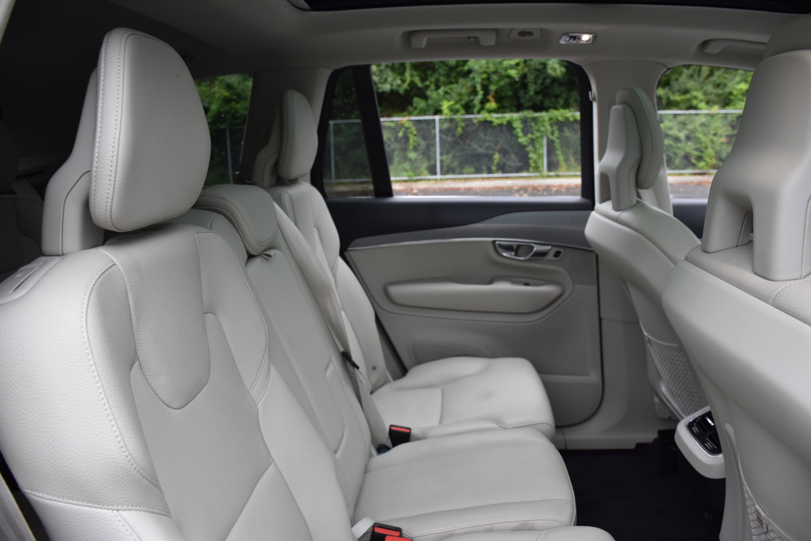 Pre-Owned 2021 Volvo XC90 Momentum