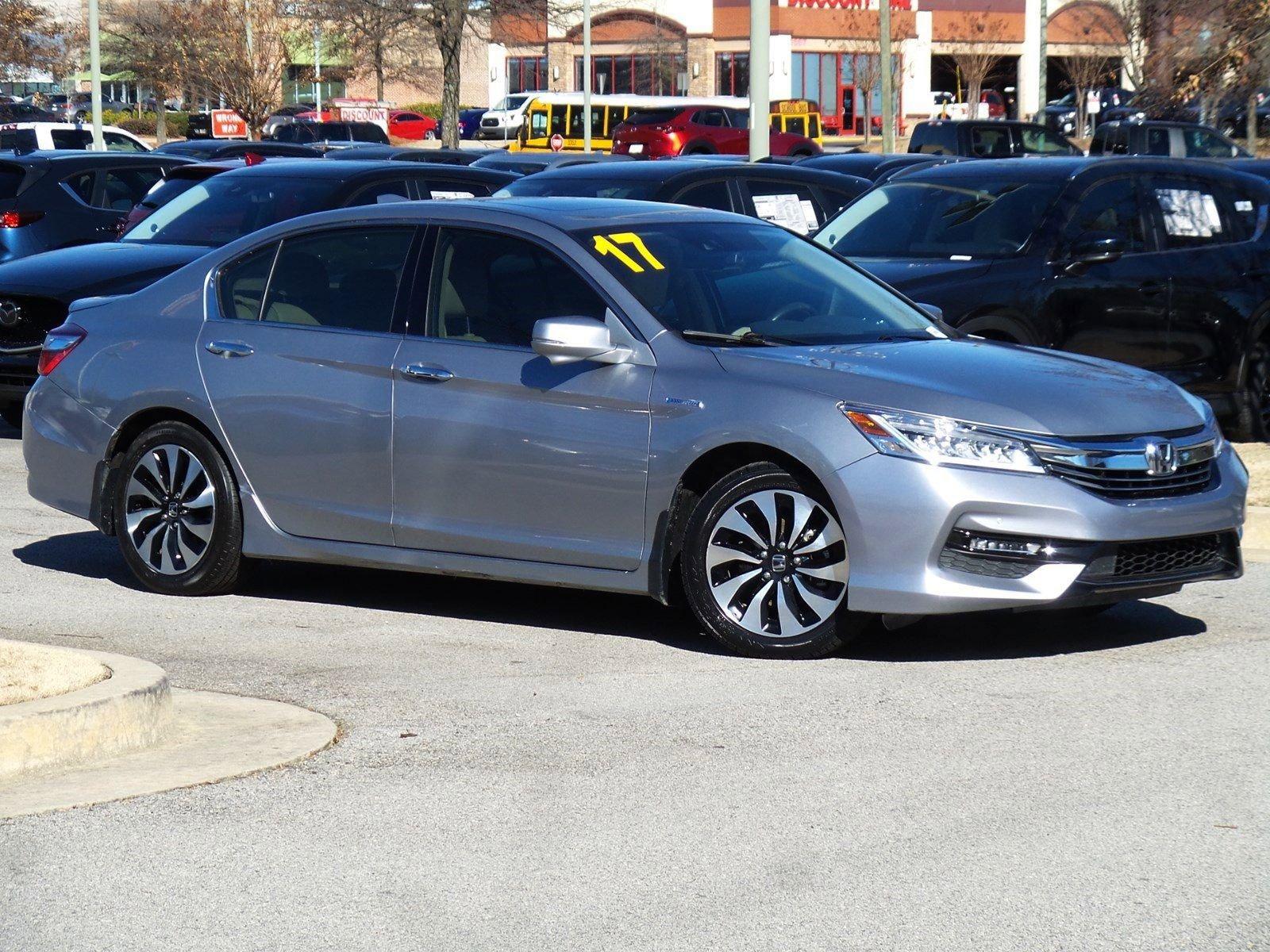 Pre-Owned 2017 Honda Accord Hybrid Touring