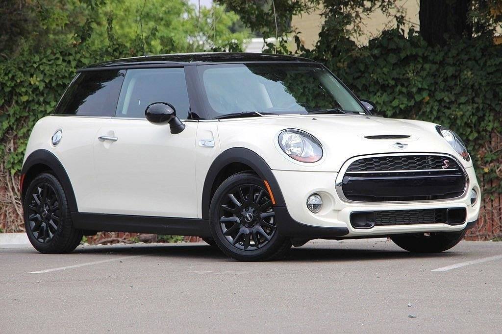 Pre-Owned 2017 MINI Hardtop 2 Door S
