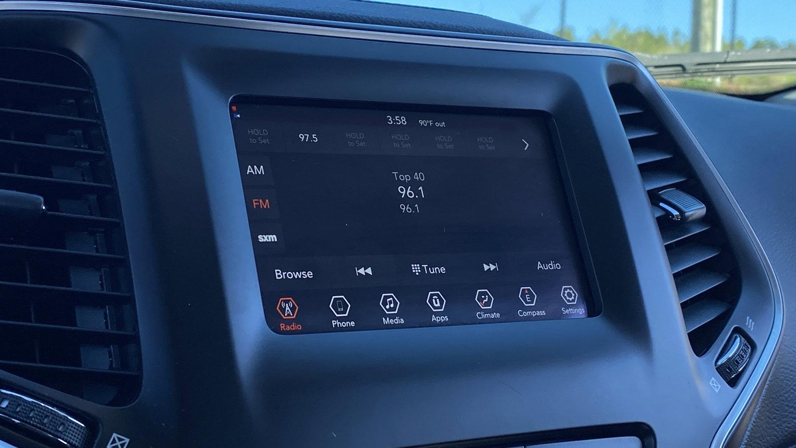 Pre-Owned 2019 Jeep Cherokee Latitude Plus