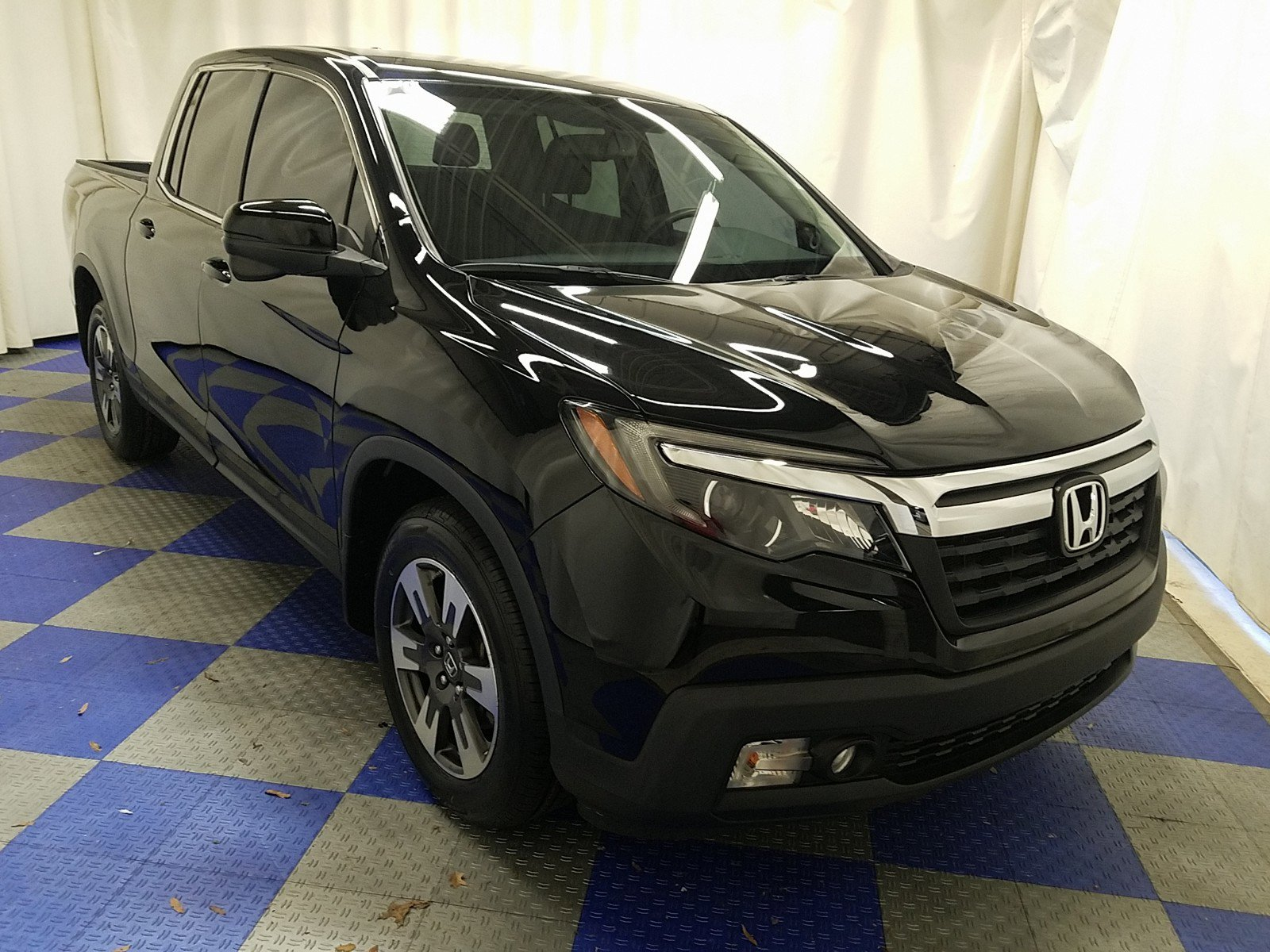 Certified Pre-Owned 2017 Honda Ridgeline RTL-T 4x2 Crew Cab 5.3' Bed