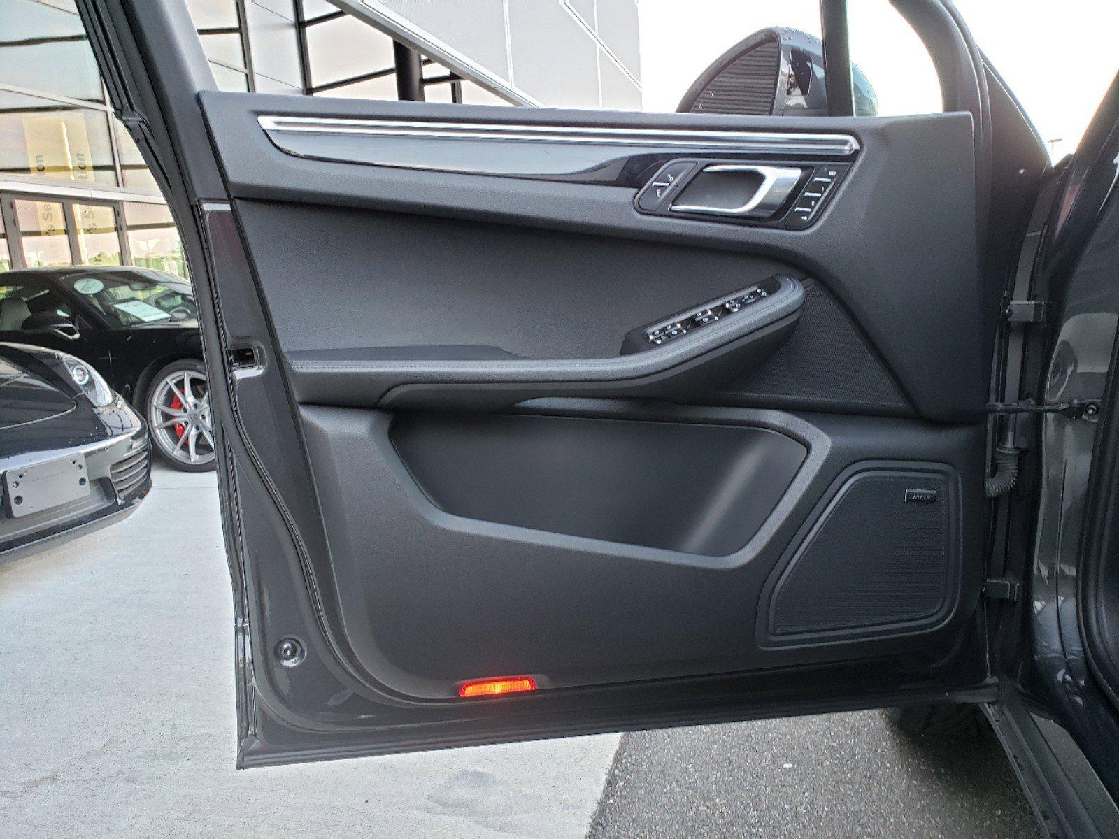 Pre-Owned 2017 Porsche Macan S