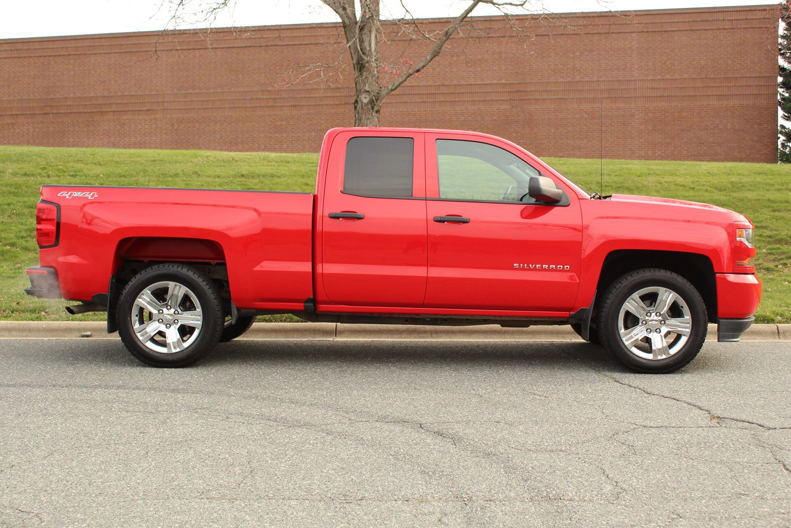 Pre-Owned 2016 Chevrolet Silverado 1500 Custom