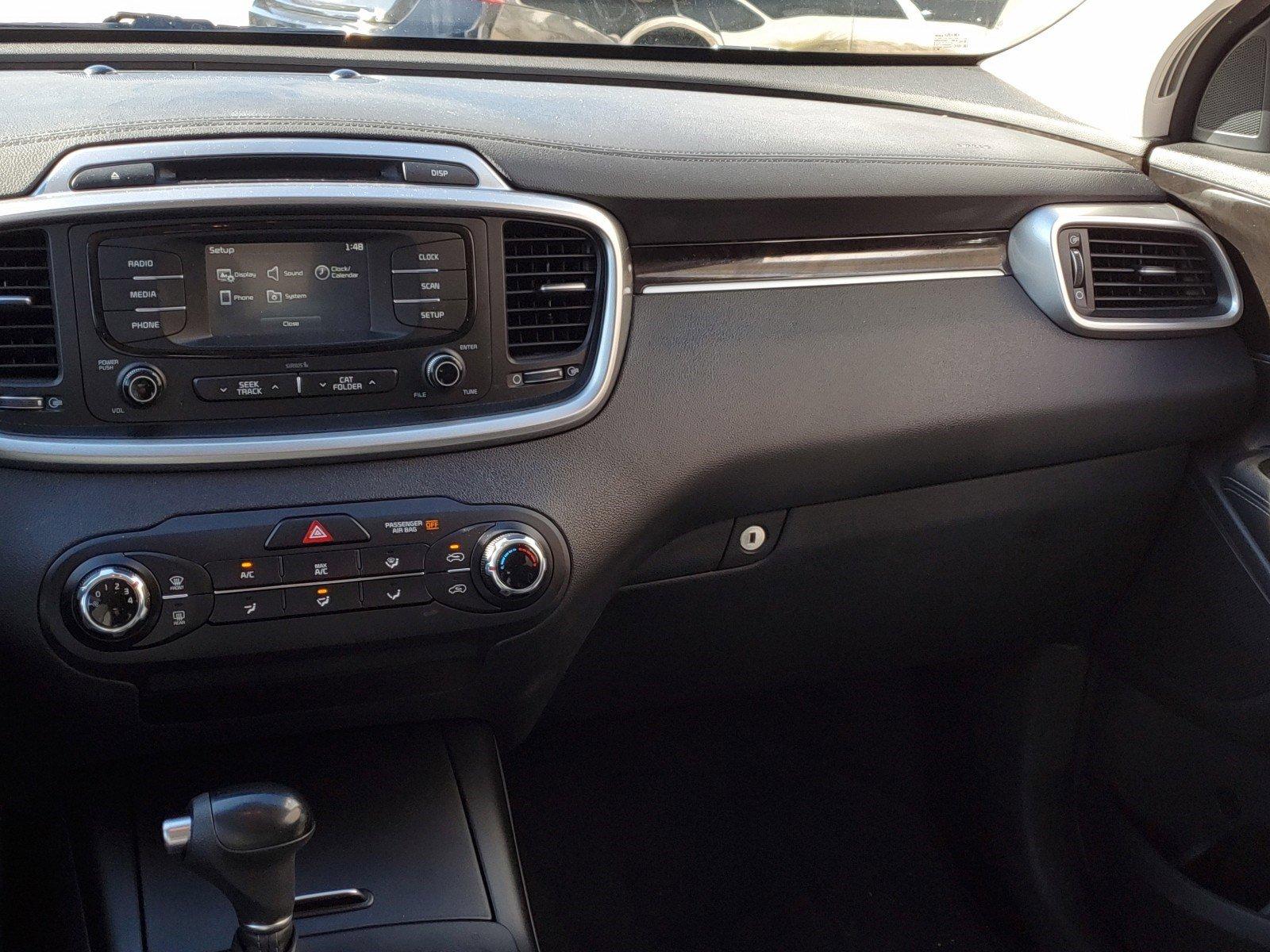 Pre-Owned 2016 Kia Sorento LX