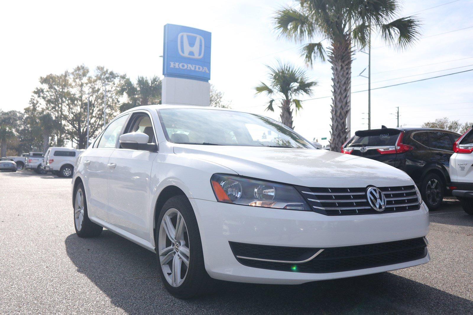 Pre-Owned 2014 Volkswagen Passat TDI SE w/Sunroof