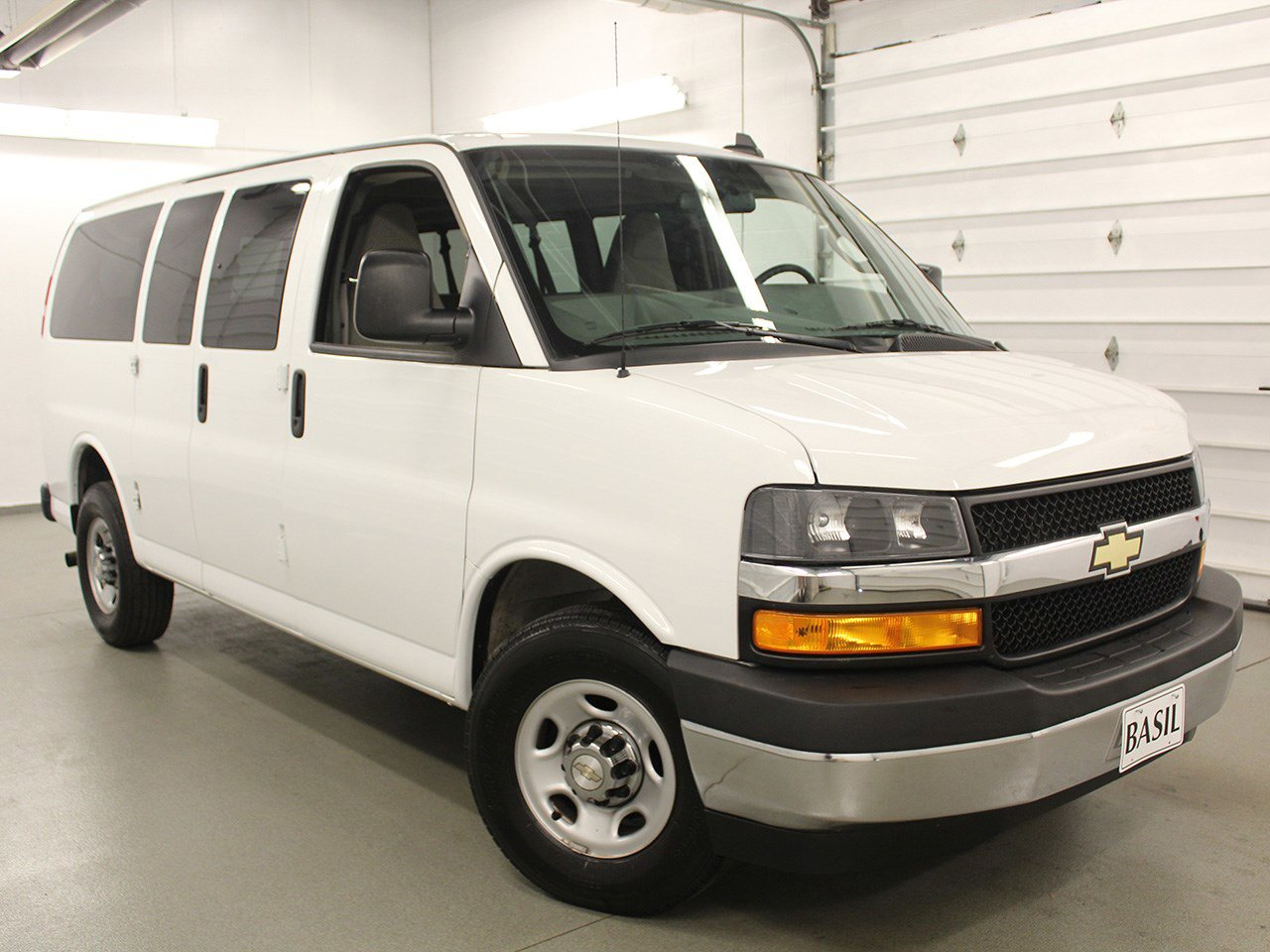 Chevy Express Van >> Pre Owned 2018 Chevrolet Express Passenger Lt Full Size Passenger