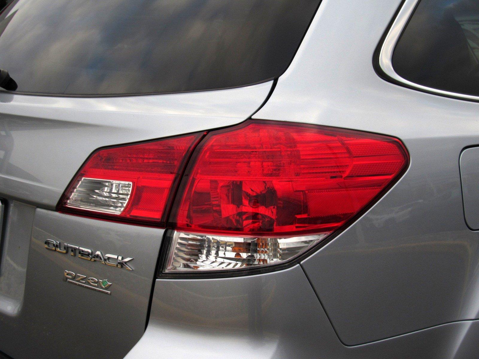 Pre-Owned 2012 Subaru Outback 2.5i Limited