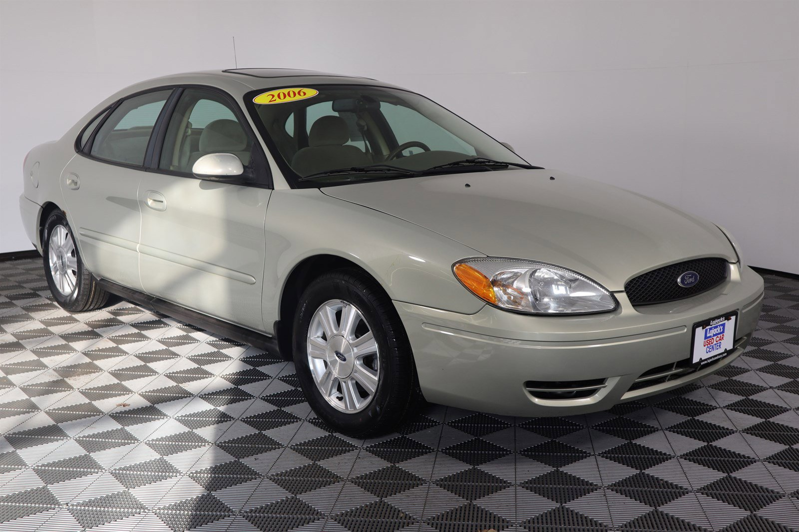 Pre-Owned 2006 Ford Taurus SEL