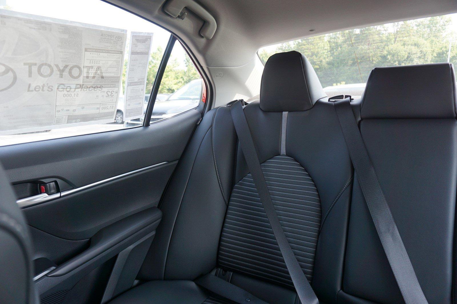 New 2019 Toyota Camry SE