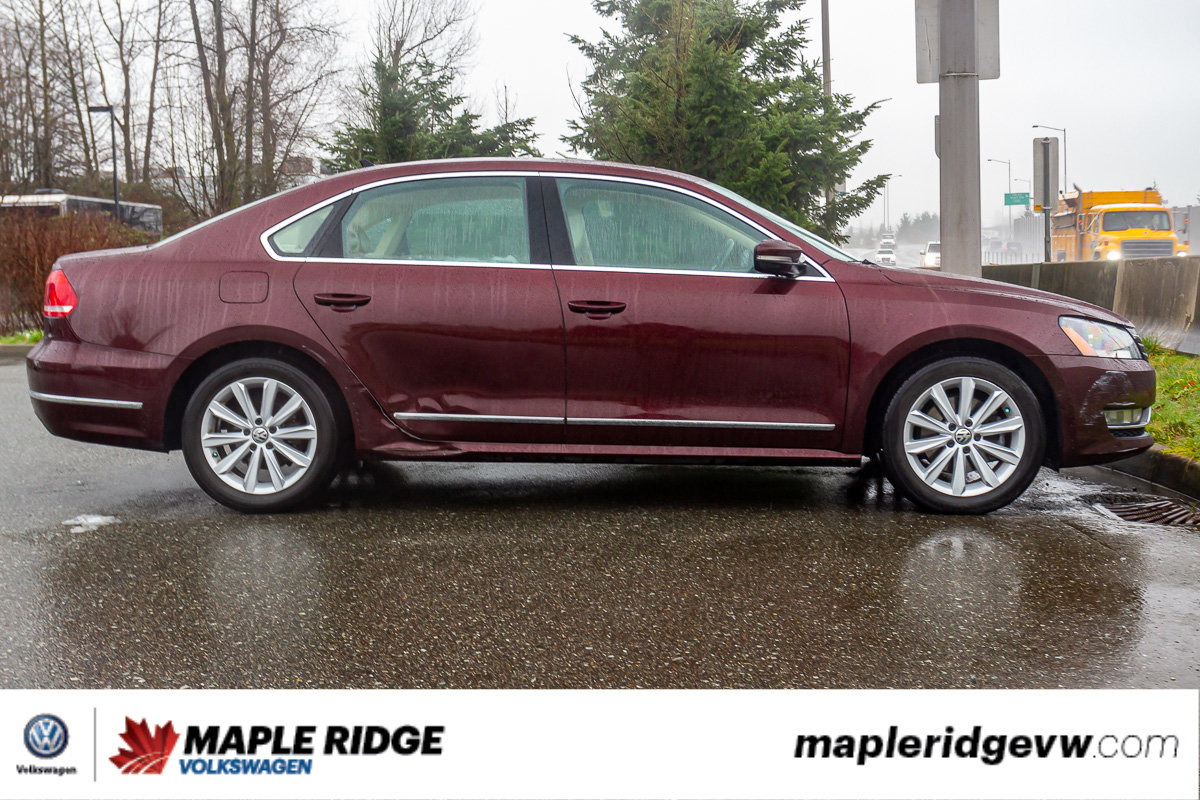 Pre-Owned 2014 Volkswagen Passat Highline TDI DIESEL, LEATHER, SUNROOF, NAVI, LOCAL CAR!