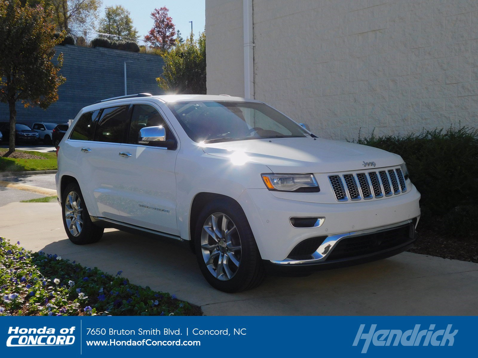 Pre-Owned 2016 Jeep Grand Cherokee Summit
