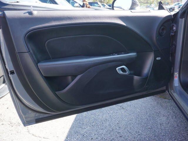 Pre-Owned 2017 Dodge Challenger GT