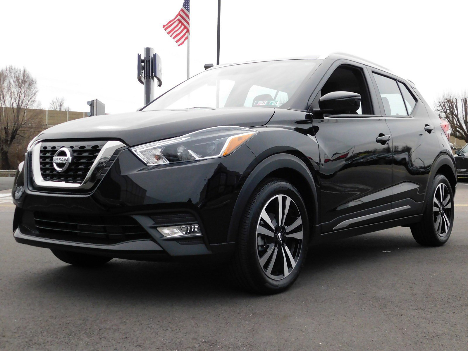 Pre-Owned 2018 Nissan Kicks SR