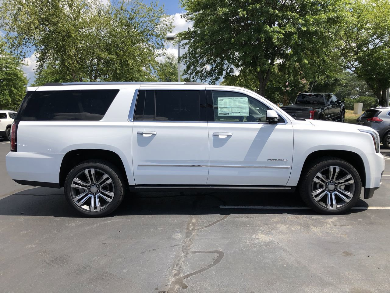 New 2019 GMC Yukon XL Denali