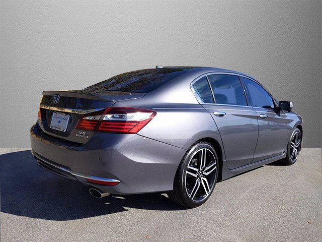 Pre-Owned 2017 Honda Accord Touring