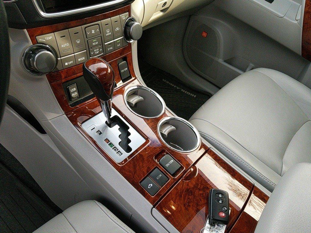 Pre-Owned 2013 Toyota Highlander Hybrid Limited