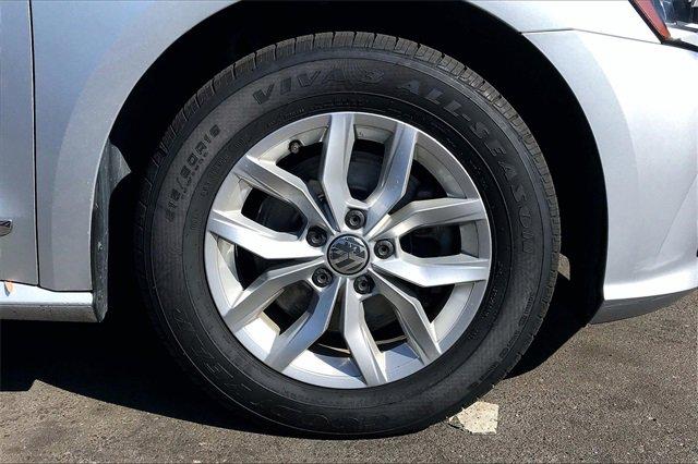 Used 2016 Volkswagen Passat 4dr Sdn 1.8T Auto S