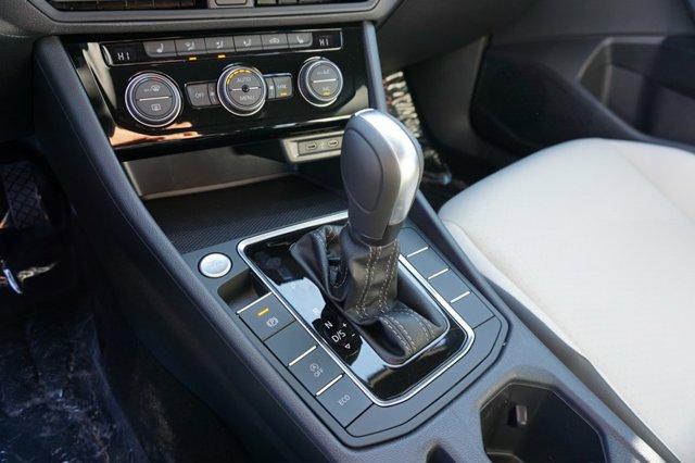 New 2021 Volkswagen Jetta R-Line Auto