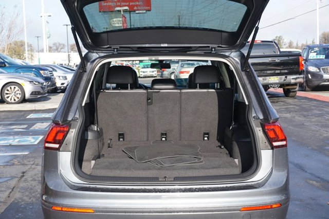 Used 2019 Volkswagen Tiguan 2.0T SE FWD w-Panoramic Sunroof