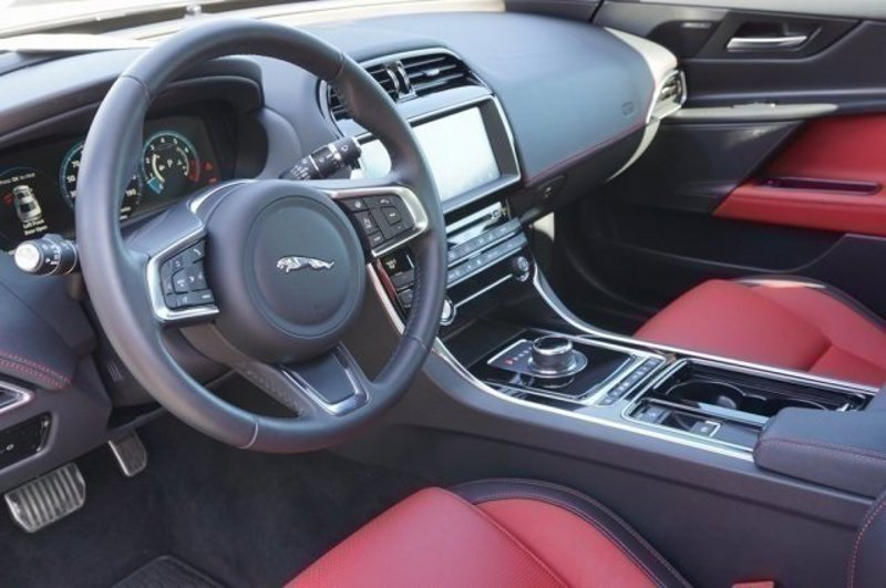 2019 Jaguar XE 25t Landmark 4dr Car