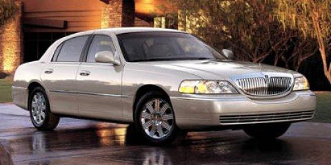 2005: Lincoln, Town Car, Signature, 4dr Car