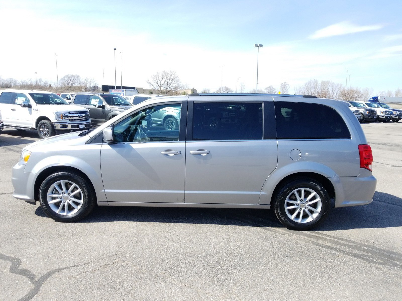 Used 2019 Dodge Grand Caravan SXT Mini-van for sale in Lincoln NE