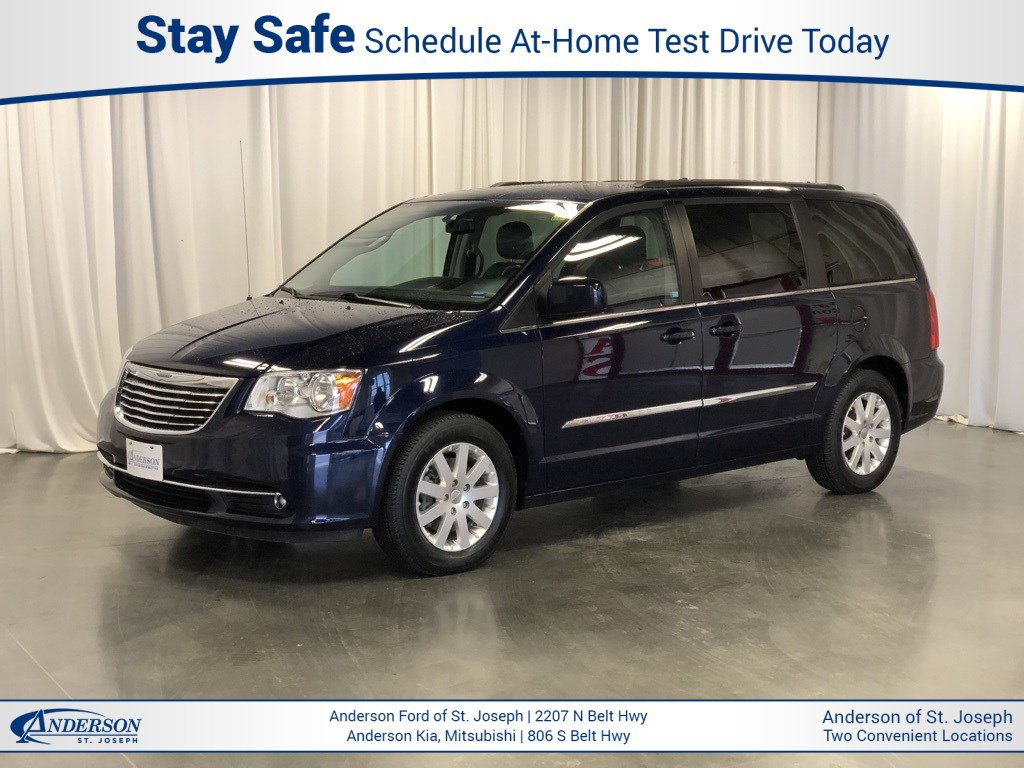 Used 2016 Chrysler Town and Country Touring Mini-van for sale in St Joseph MO