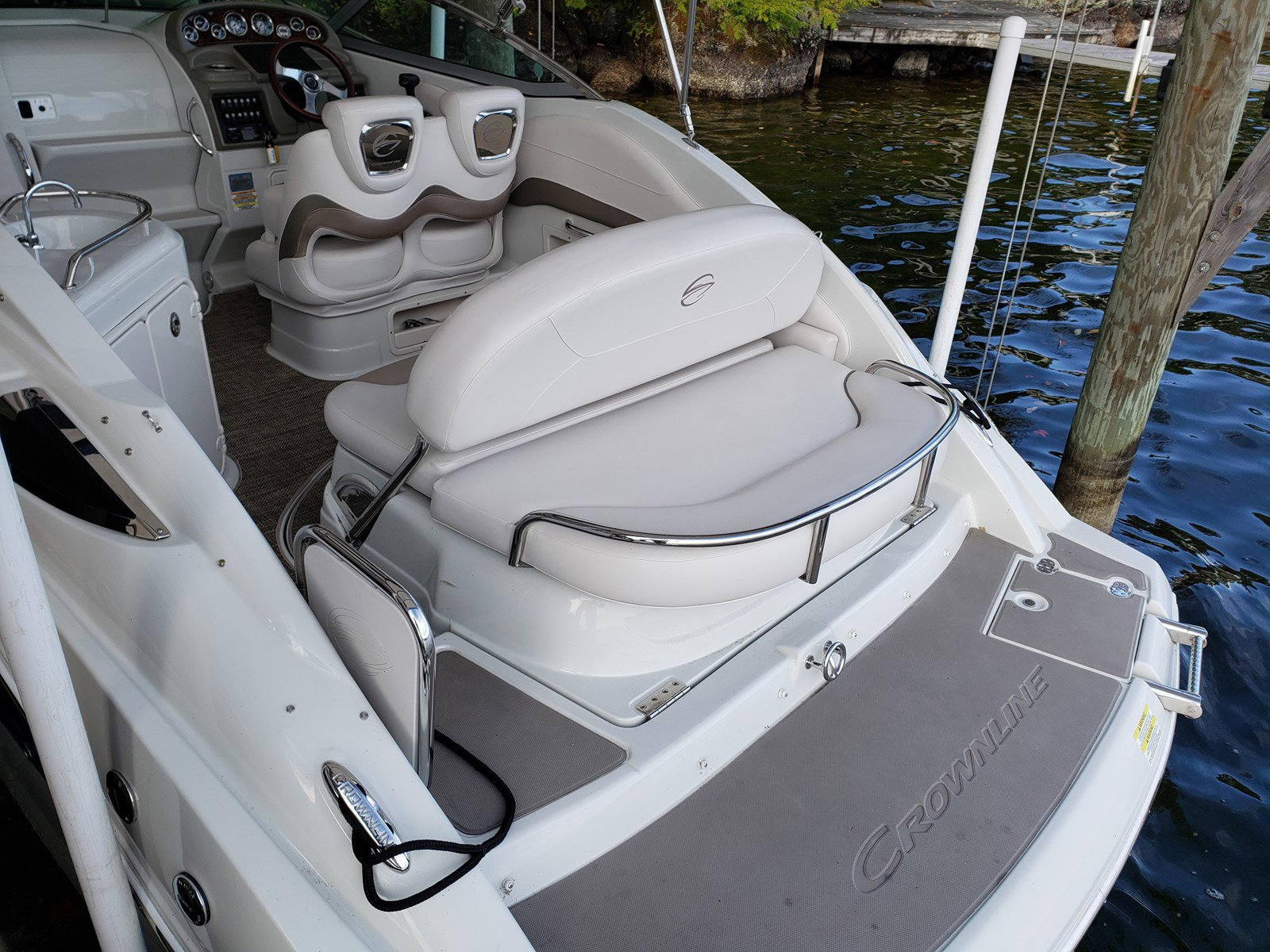 2015 Crownline boat for sale, model of the boat is 264CR & Image # 5 of 10
