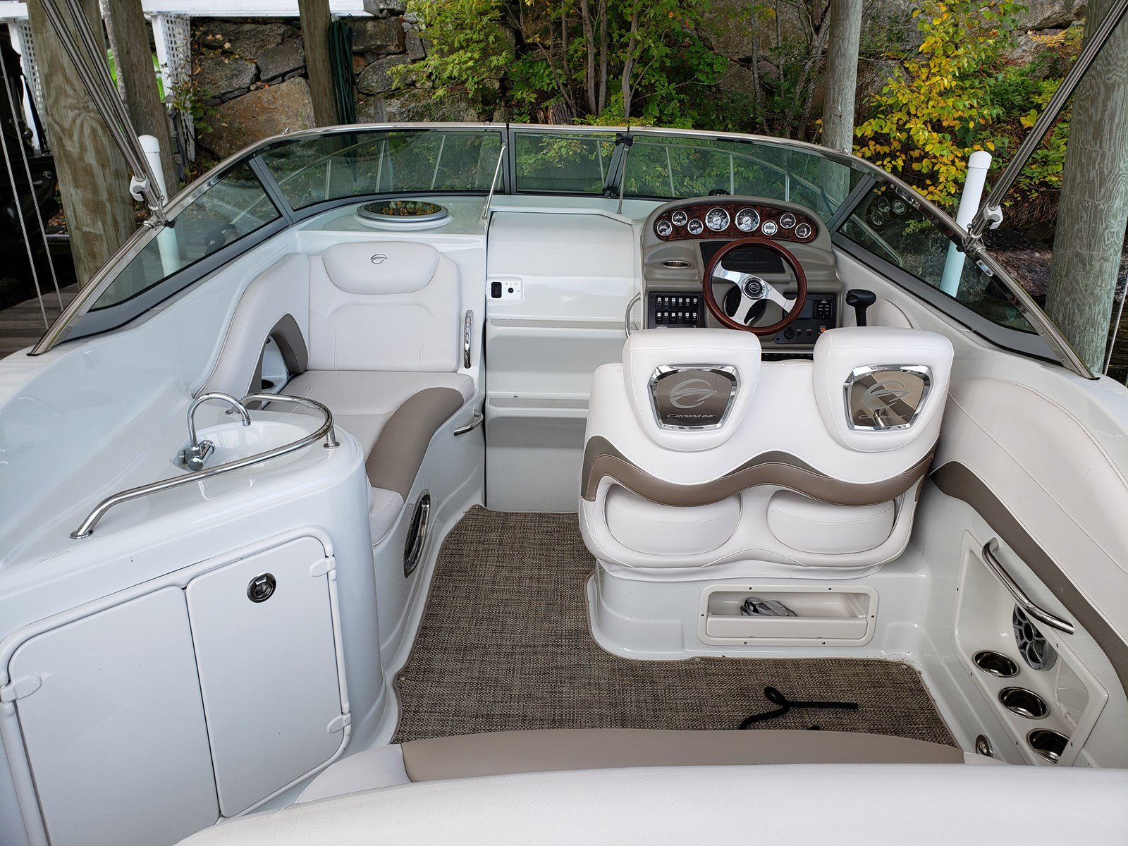 2015 Crownline boat for sale, model of the boat is 264CR & Image # 4 of 10