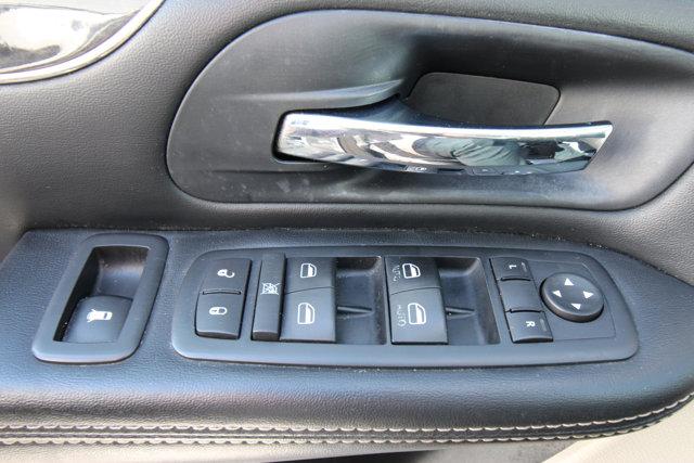 2016 Chrysler Town and Country Touring / SUNROOF / NAV / BLU-RAY / POWER SLIDING DOORS/
