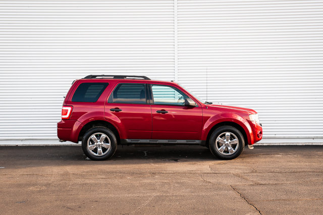 2010 Ford Escape XLT / HEATED SEATS / MOON ROOF / REMOTE START