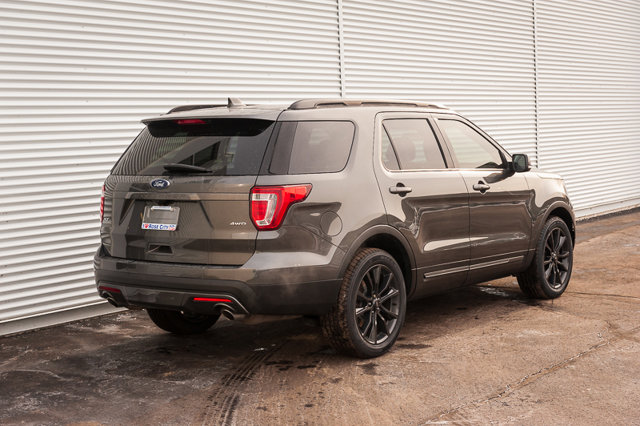 2017 Ford Explorer XLT / BACK UP CAM & SENSORS / HEATED LEATHER / MOON ROOF/ NAV