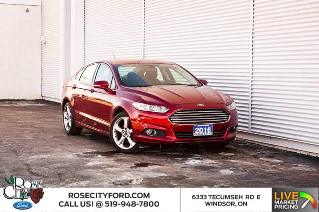 2016 Ford Fusion SE / ACCIDENT FREE / BACK UP CAM & SENSORS / NAVIGATION