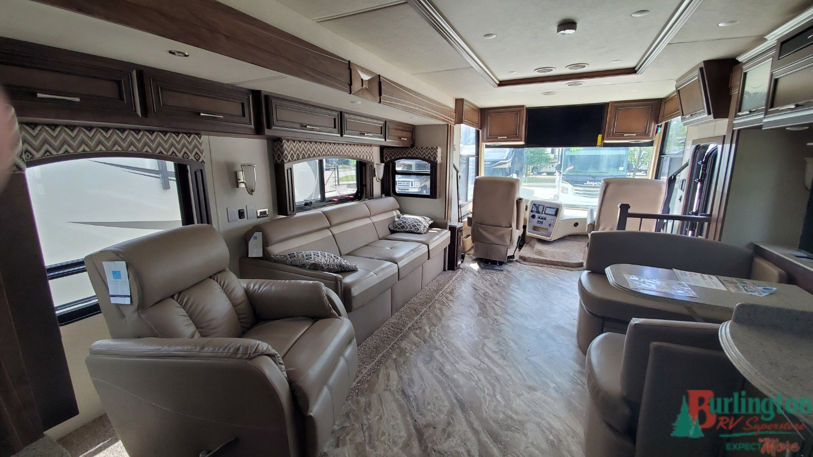 2019 Newmar Canyon Star 3719 Thumbnail