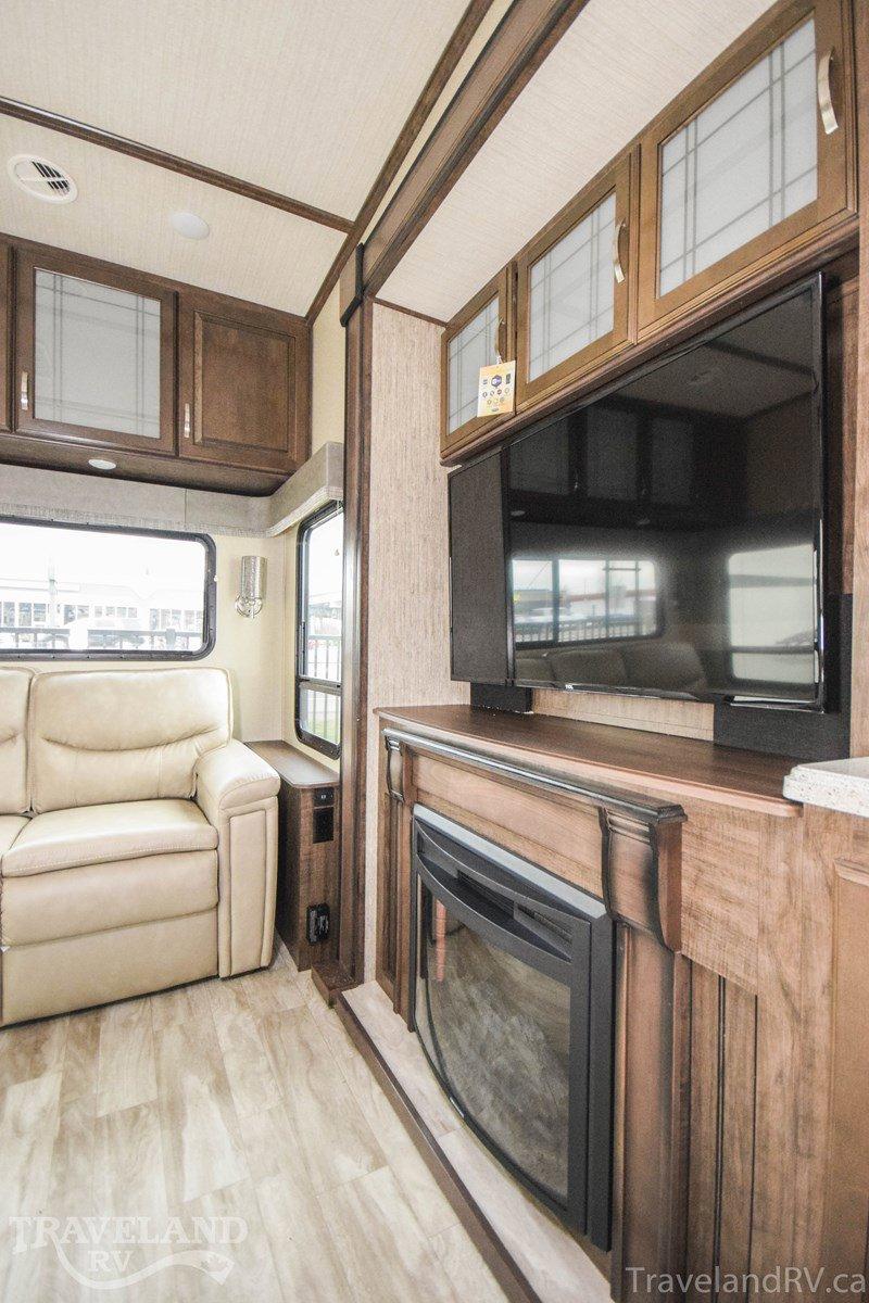 2020 Grand Design Solitude S-Class 2930RL Thumbnail