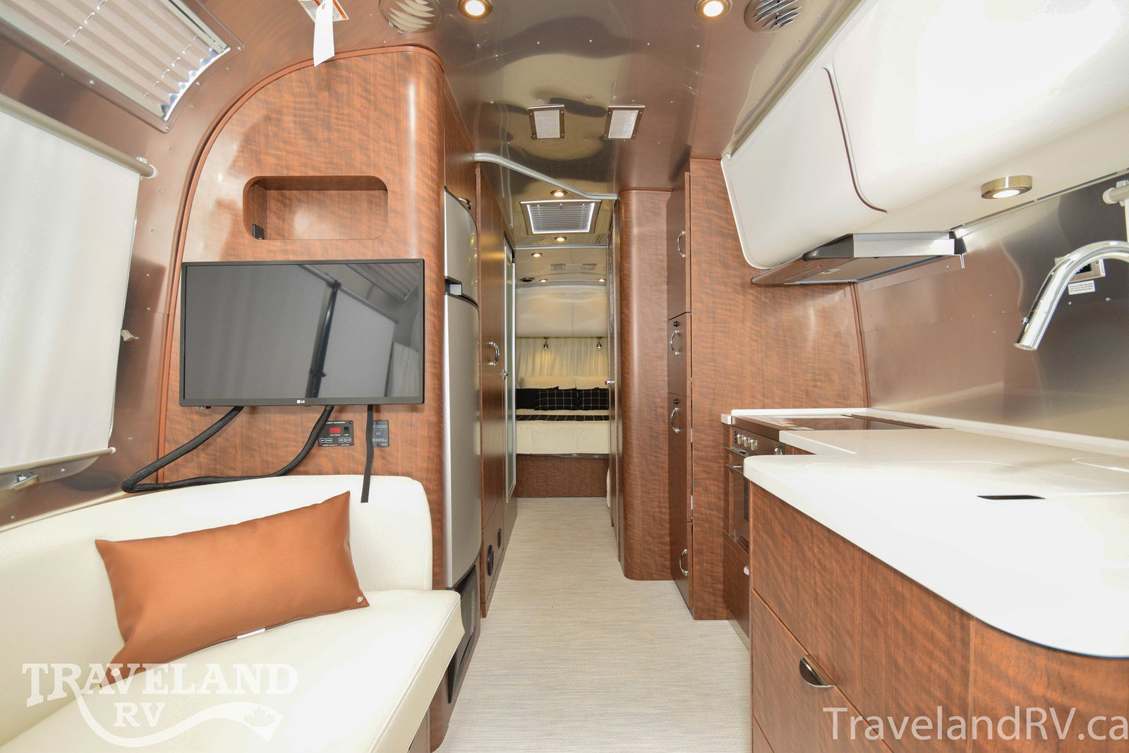 2020 Airstream Globetrotter 27FB Thumbnail