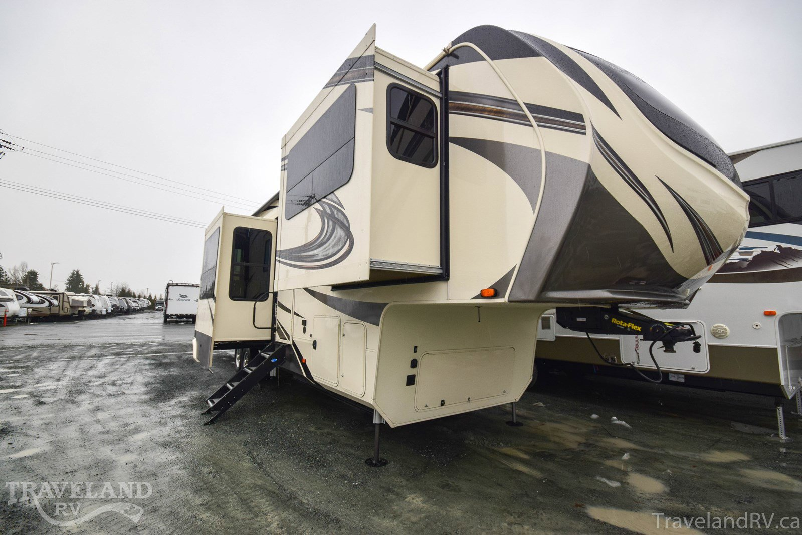 2019 Grand Design Solitude 380FL Thumbnail