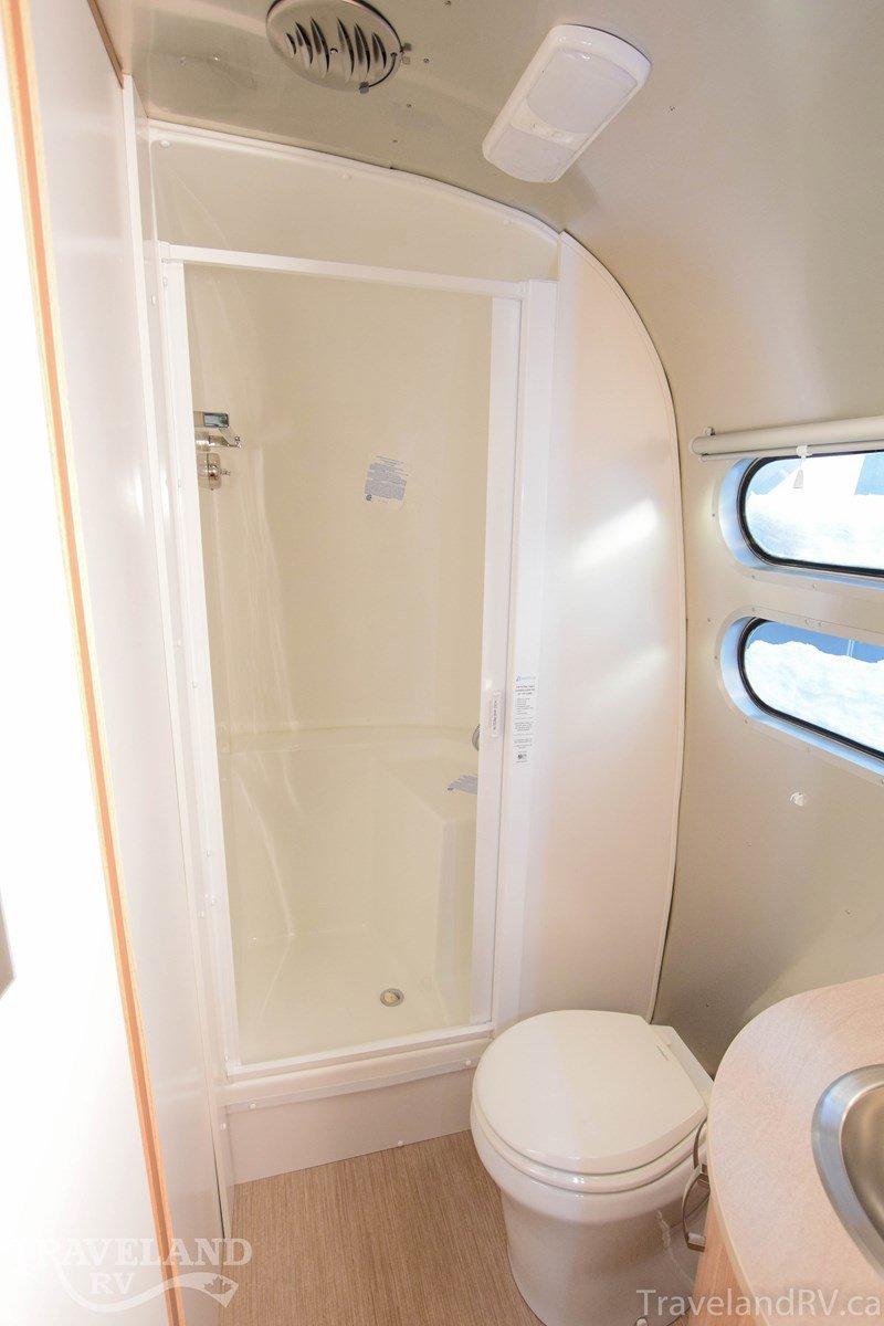 2020 Airstream Flying Cloud 30FB Bunk Thumbnail