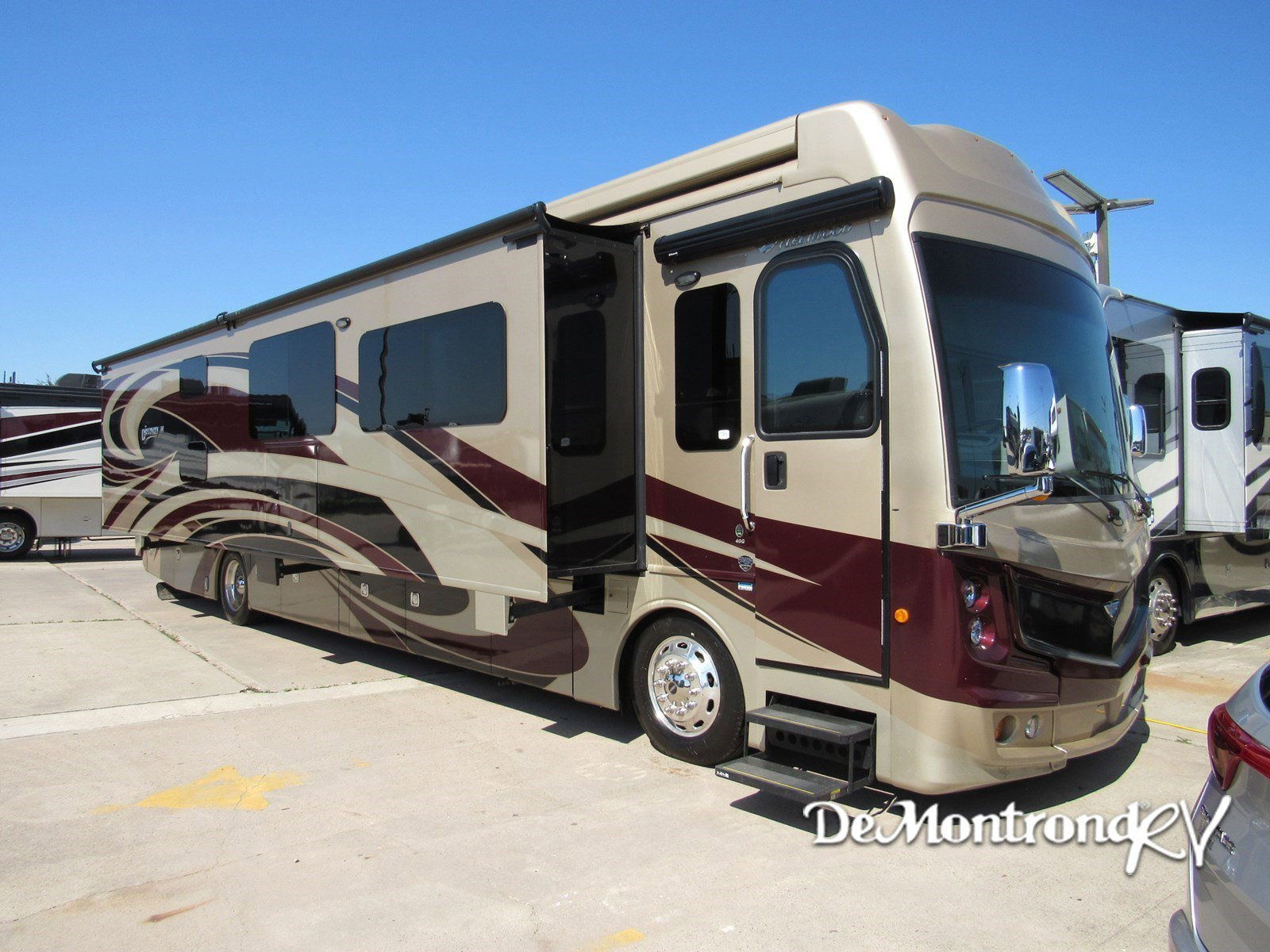 2017 Fleetwood Discovery LXE 40G