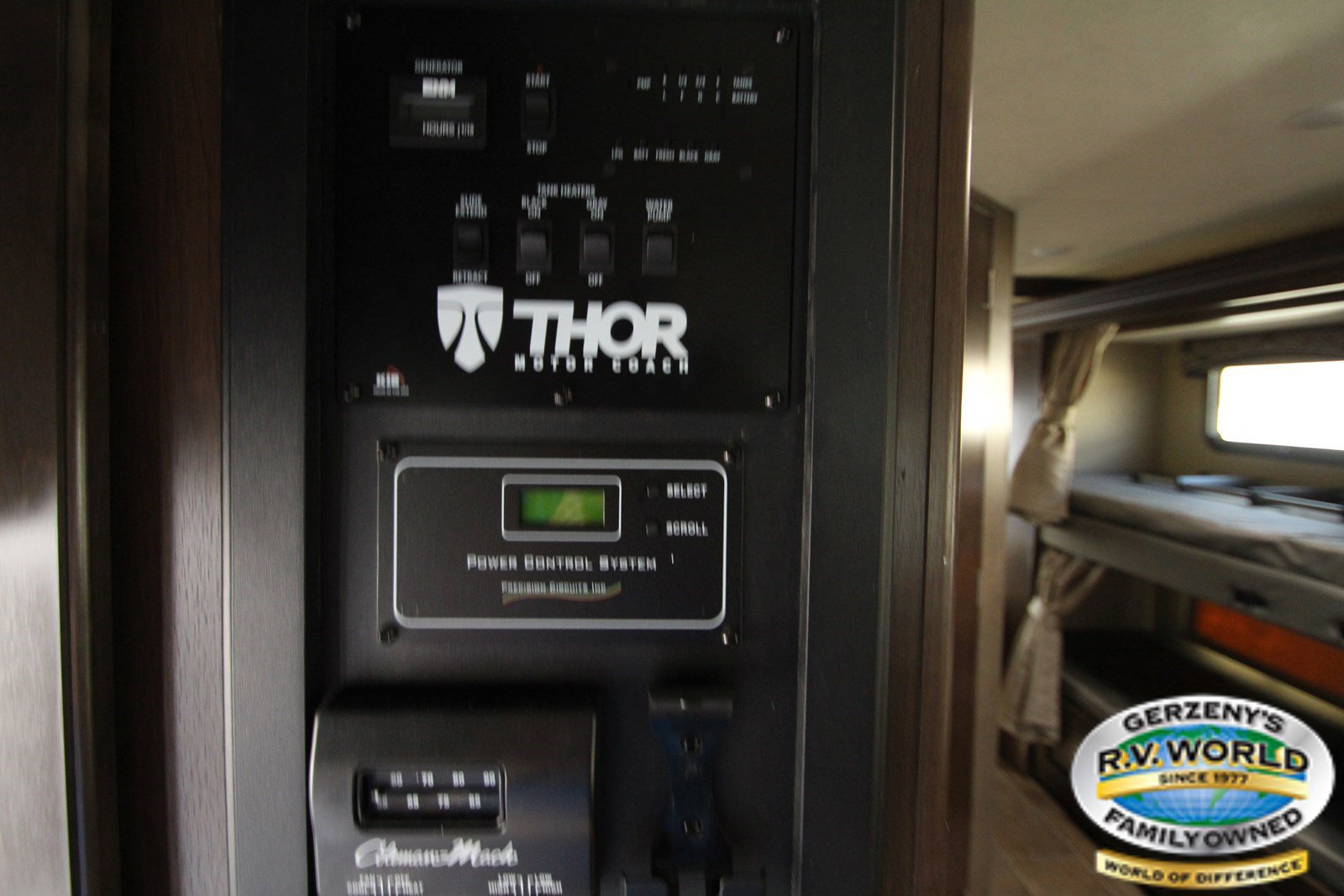 2019 Thor Motor Coach Chateau 31E Thumbnail