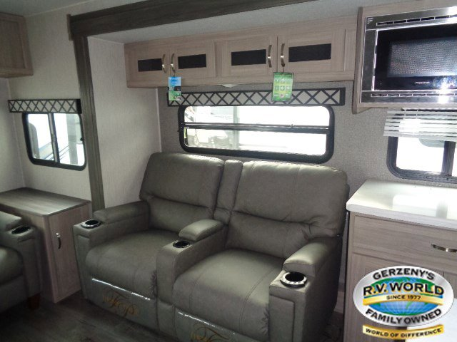 2020 Coachmen Freedom Express 324RLDS Thumbnail