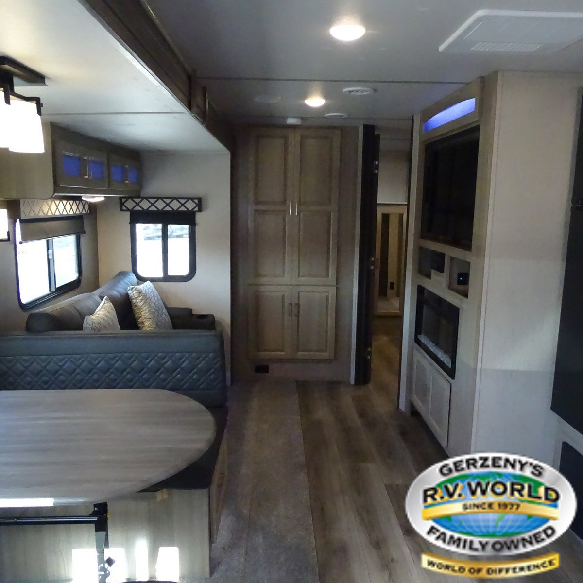 2020 Coachmen Freedom Express Liberty Edition 326BHDSLE Thumbnail