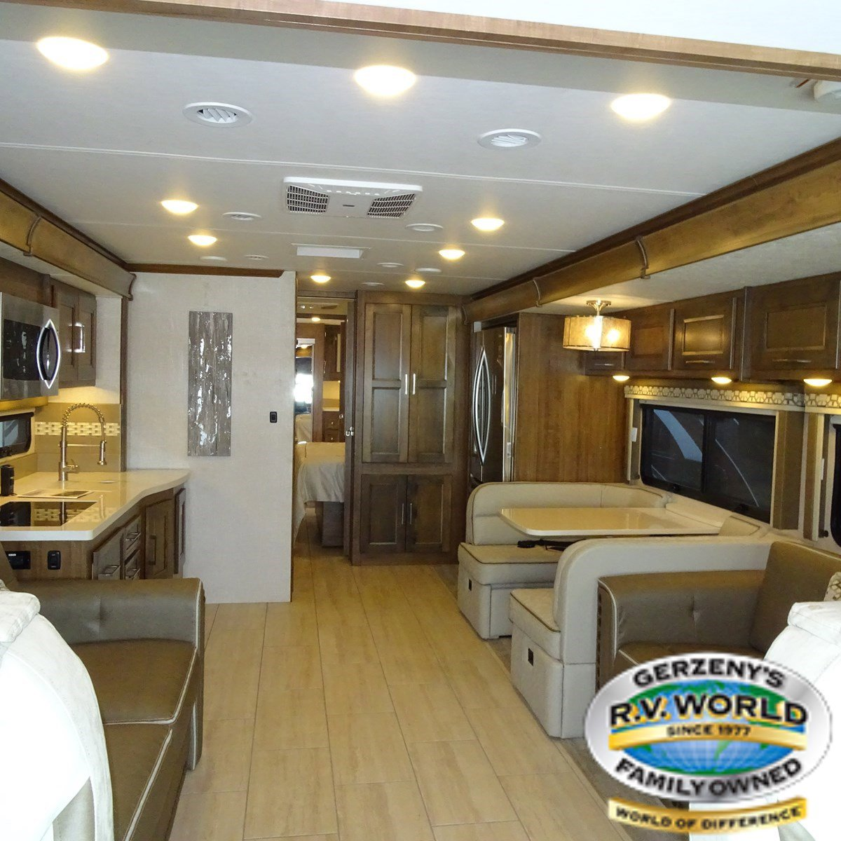2019 Coachmen Sportscoach RD 404RB Thumbnail