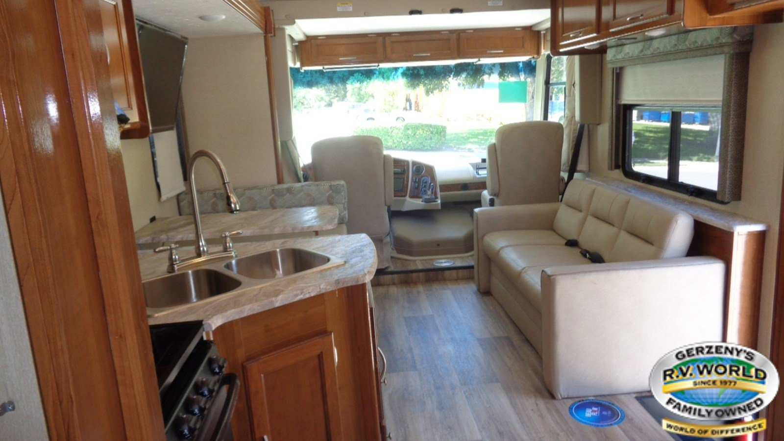 2019 Coachmen Pursuit 31BH Thumbnail