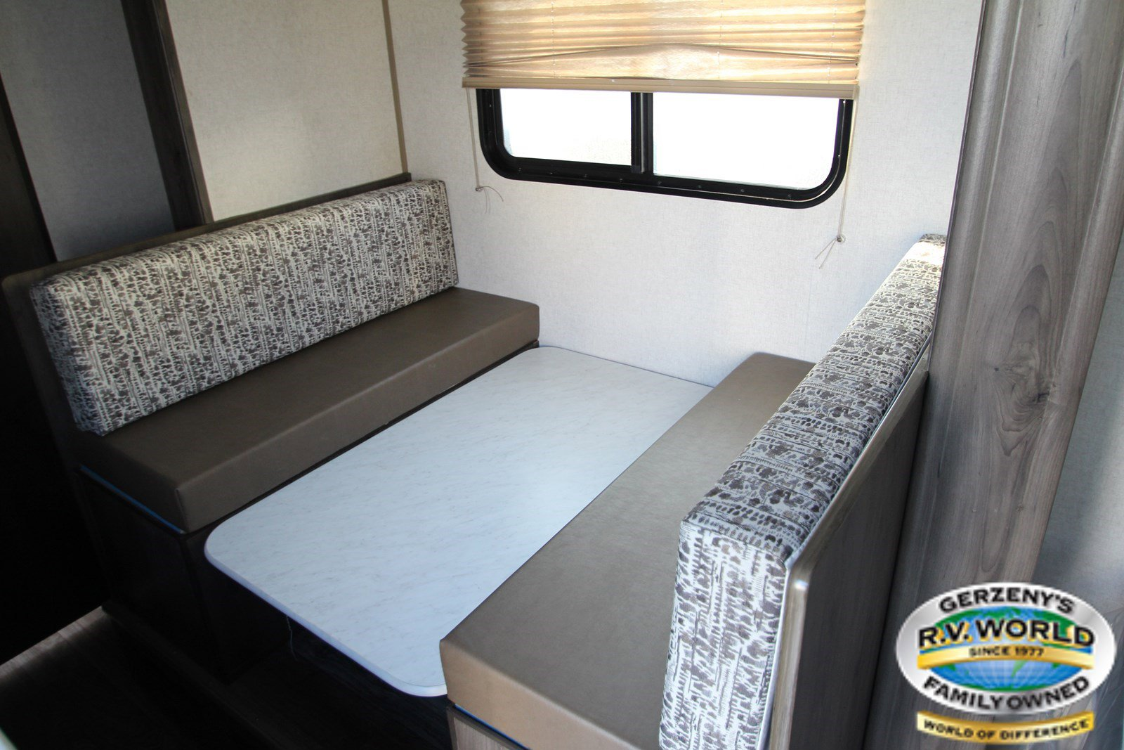 2019 Coachmen Viking Single Axle 17FQS Thumbnail