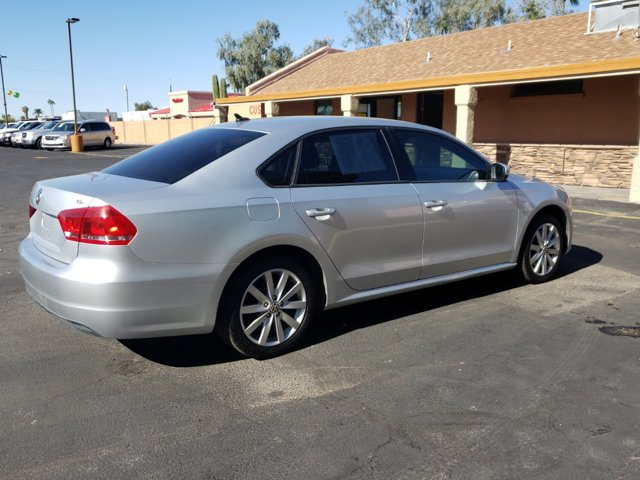 2015 Volkswagen Passat 4 DOOR SEDAN - Image 5
