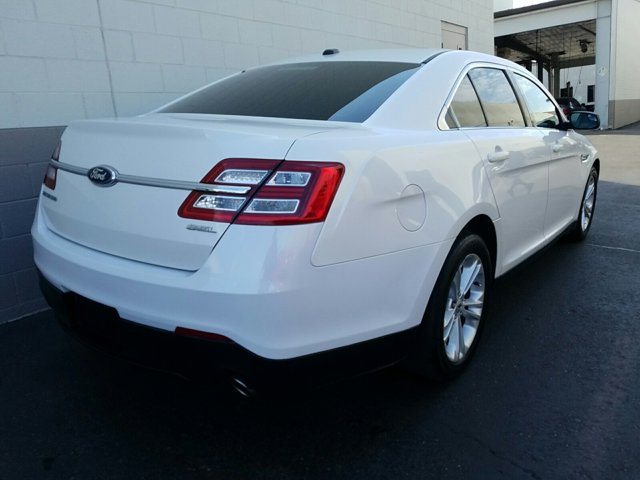2013 Ford Taurus 4dr Sdn SEL FWD - Image 12