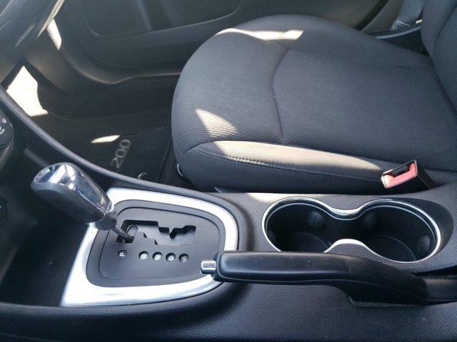 2014 Chrysler 200 4dr Sdn LX - Image 19