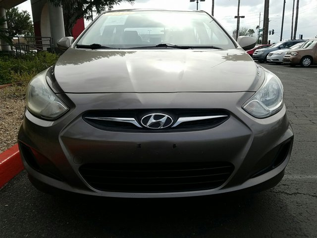 2014 Hyundai Accent 4dr Sdn Auto GLS - Image 2