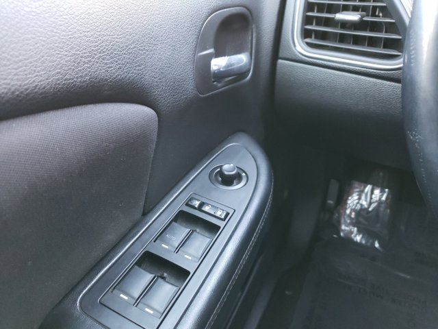 2013 Chrysler 200 4dr Sdn Touring - Image 15